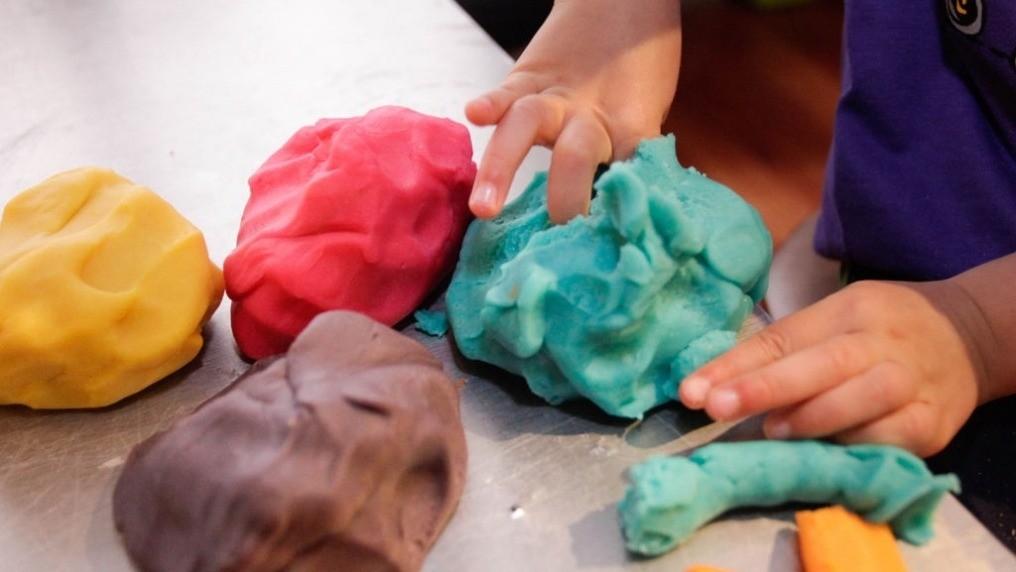 Из чего и как сделать пластилин своими руками