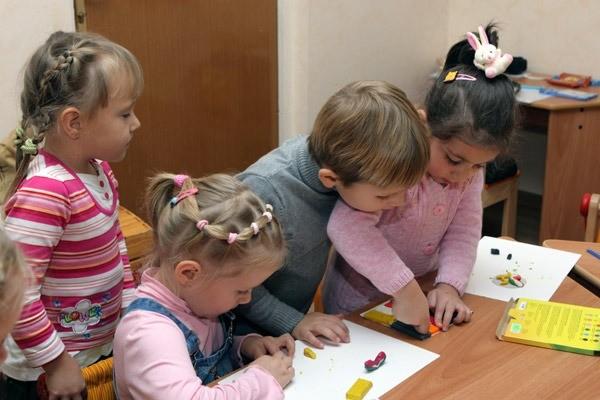 Дети выполняют задание