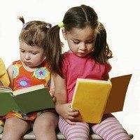 Девочки с книгами