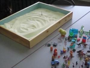 Ящик с песком и игрушками