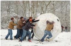 Большой ком снега