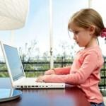 Девочка у компьютера