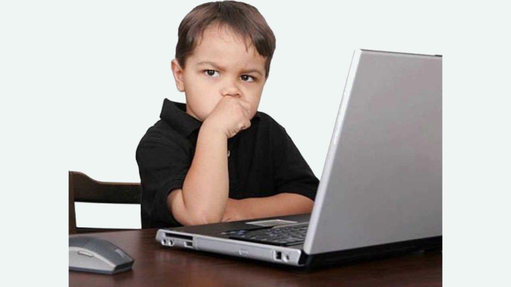 Мальчик у компьютера