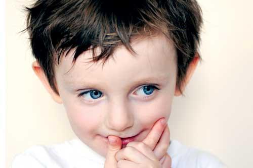 Застенчивый мальчик