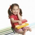 Ребенок на скамейке