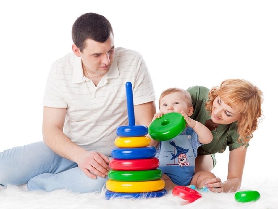 С малышом у пирамидки