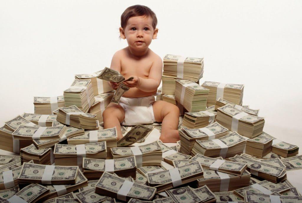 Мальчик в деньгах