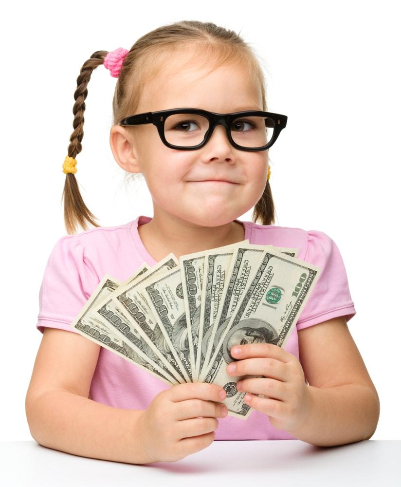 Девочка в очках с долларами