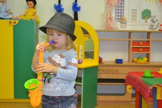 Ребенок с трубой