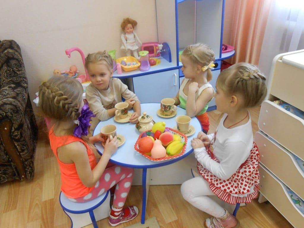 Дети за столом