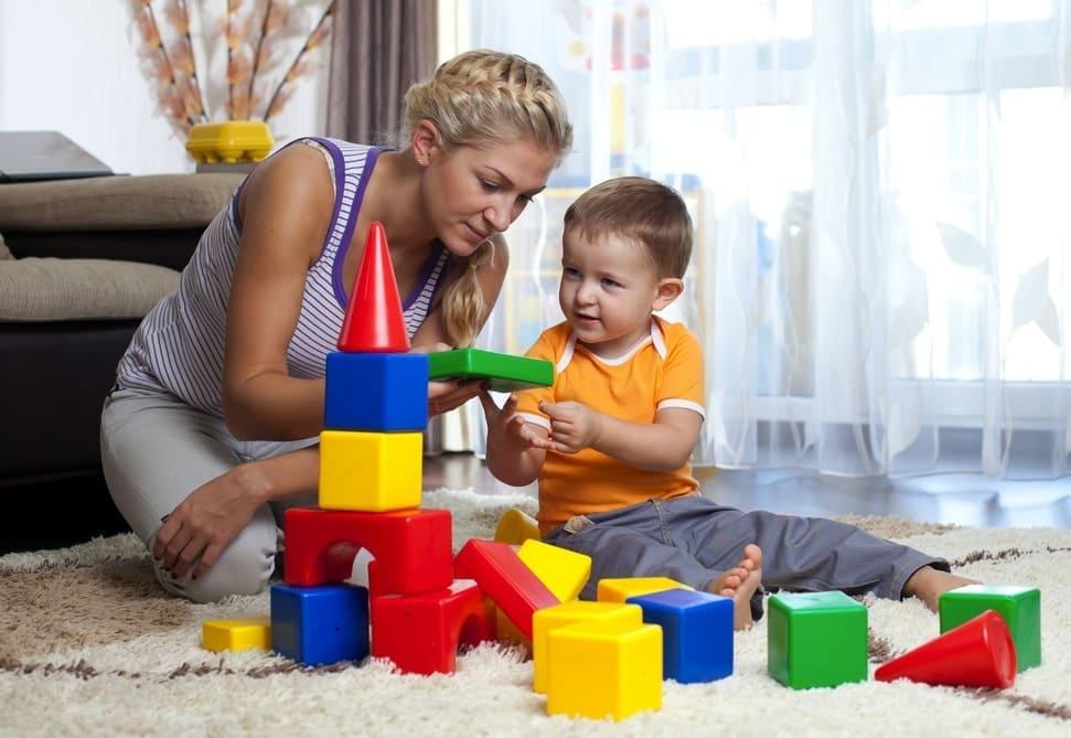 Мальчик и кубики