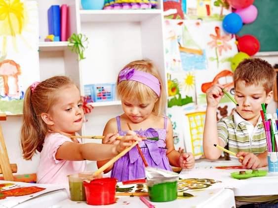Дошкольники с красками