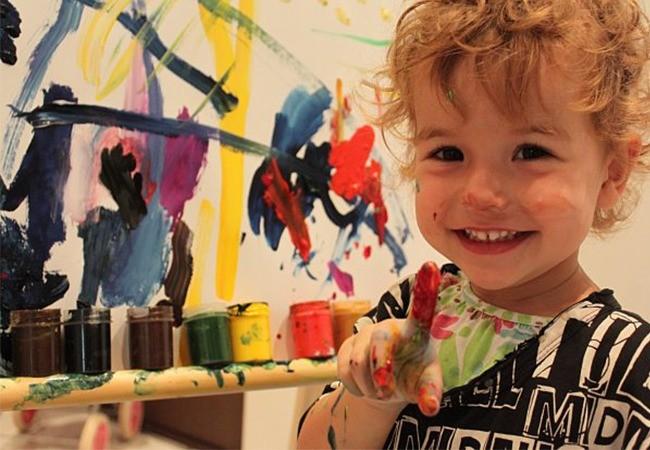 Мальчик с красками