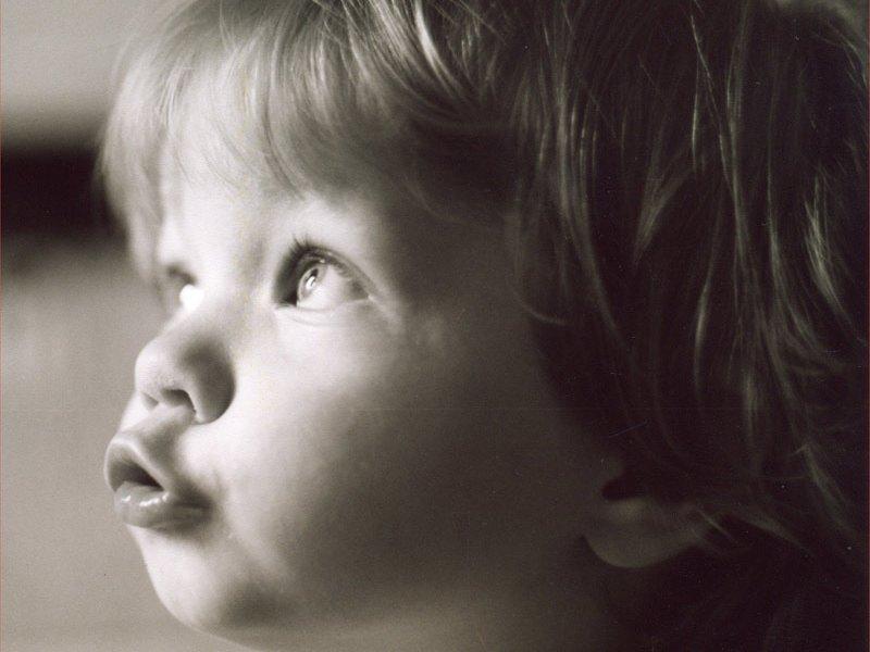 Ребенок произносит звук