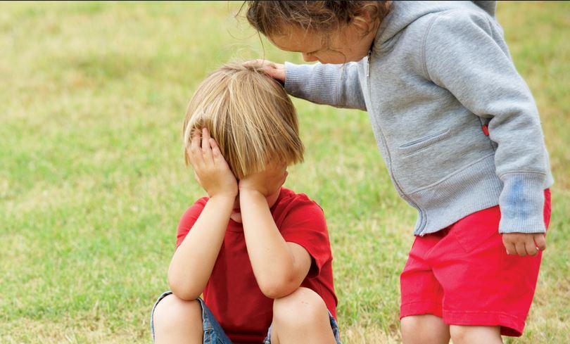 Ребенок заботится о другом