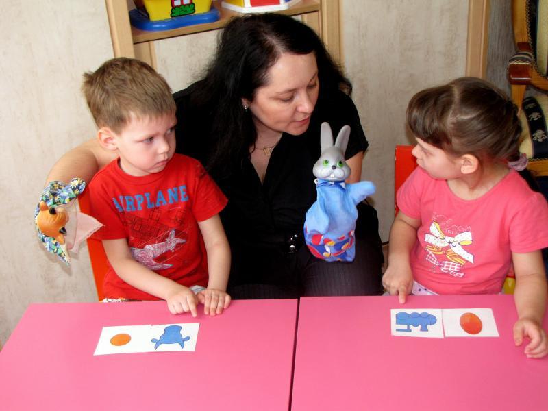 Дети со сказочными персонажами