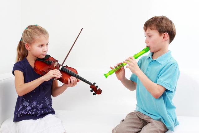 Дети с музыкальными инструментами